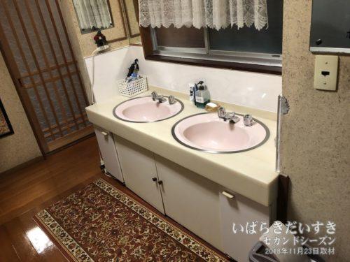 旅館は廊下に洗面台が設置されることが多い。