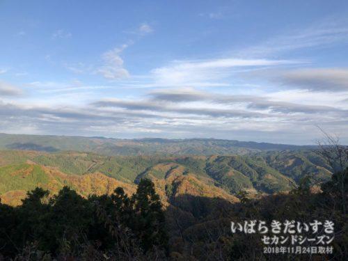 奥久慈見晴台から阿武隈山地、八溝山地を望む。