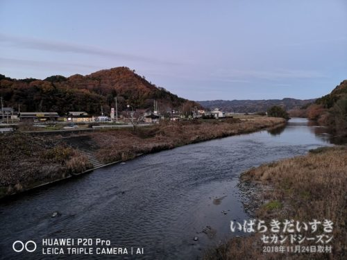 久慈川の向こうは、国道118号。