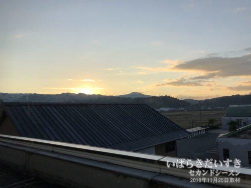 阿武隈山地に太陽が昇る。