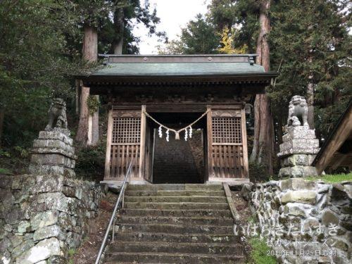 近津神社 町付 仁王門。