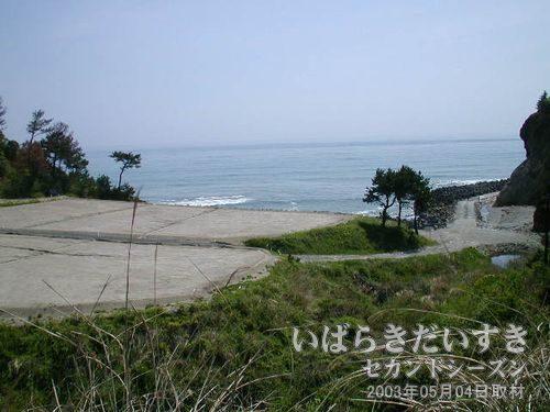 """今は浜<br>山道が続いた常磐線沿線も、この瞬間だけ""""今は浜""""になり、風景が変わります。"""