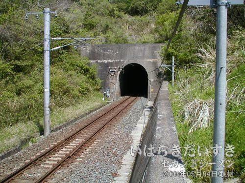 夕筋トンネル〔現行〕<br>旧トンネルの左手に、現行の夕筋トンネルがあります。