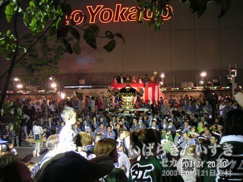 記念撮影<br>イトーヨーカドー 土浦店ウララ広場前で記念撮影。