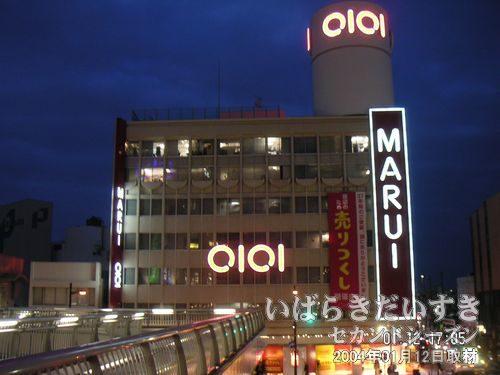 ペイデストリアンデッキから撮影<br>丸井土浦店の最後の勇士を撮影。神々しく光り輝いています。