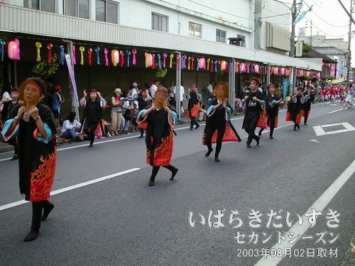 おとめ若衆連<br>よさこいテイストで力強く踊っていきます。