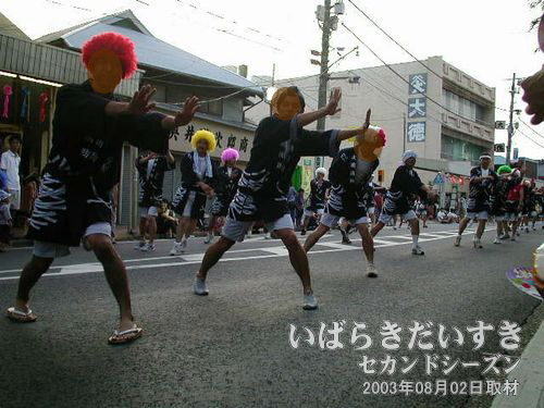 WATCH OUT FOR FIRE連<br>力強い踊りです。