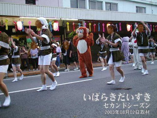 JA土浦 青年部連<br>着ぐるみの犬、猿、スノーマン、虎、象と盛りだくさんです。
