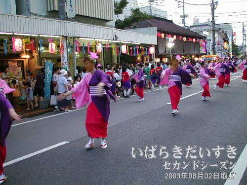 和き愛あい2000連<br>後半のしっとり系のお姉さま方の踊りが素敵です。