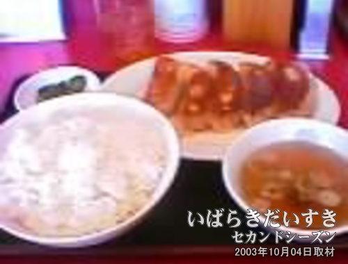 珍来の餃子定食<br>チャーハンスープでうれしい。去年は味噌汁だった気がします。