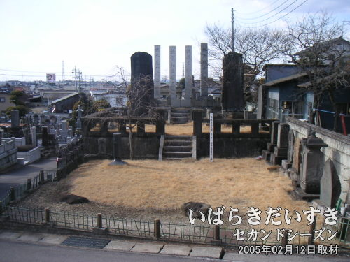 加波山事件志士の墓(市指定文化財)<br>妙西寺(茨城県筑西市)にあります。富松正安、保多駒吉、玉水嘉一、平尾八十吉が葬られています。