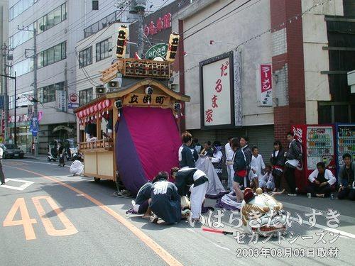 立田町の山車<br>ウララ裏の通りには、立田町の山車がスタンばっています。