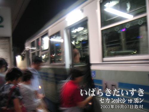 土浦駅行きのバスに乗る<br>つくばから帰るためには、いったん土浦まで出なければなりません。
