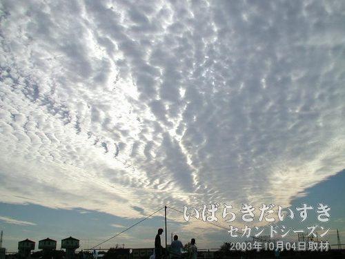 変な雲<br>10月上旬の土浦の気候は、お昼ころは暑く、半袖でいられる場合があります。