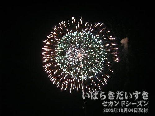 02:昇曲導付三重芯綿先変化<br>金澤煙火工場