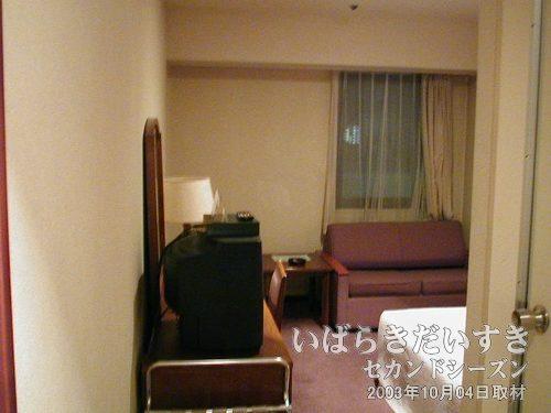部屋全体<br>ソファーもあり、かなり広い部屋です。
