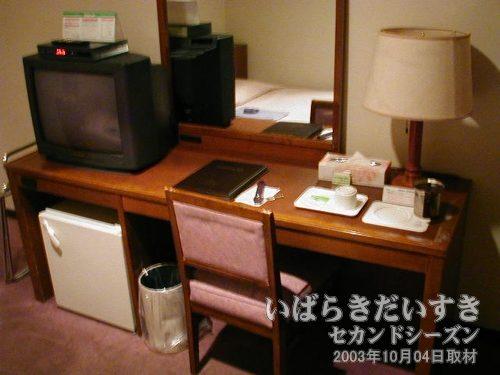 机まわり<br>冷蔵庫もあり、TVもあります。
