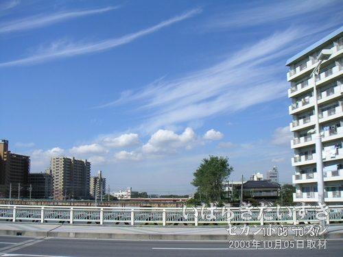 水郷大橋から撮影<br>秋空で快晴。休日って感じです~(==)。