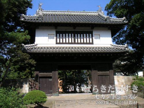 亀城公園 土浦城跡 櫓門<br>亀城公園敷地内にある、土浦城址の櫓門。