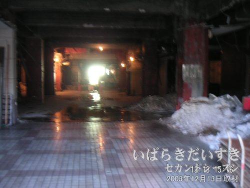 解体中の小網屋 建物内部<br>警備員さんがいなかったので、こっそりと解体中の小網屋内部を撮影(^^;)。