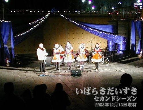 合唱<br>クリスマスな雰囲気の歌を歌っています。気分が盛り上がってきます(^^)。