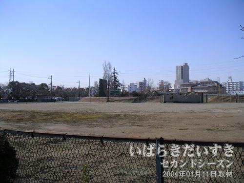 土浦市川口運動公園 (野球場)<br>野球場は市民の野球場として使われる他、高校野球茨城県大会予選会場としても利用されます。