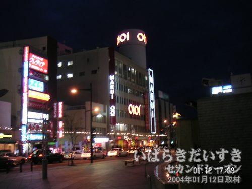 斜め左から撮影<br>イトーヨーカドーのウララ広場から丸井土浦店を撮影。