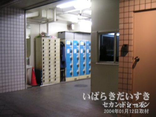 丸井の従業員通用口<br>ロッカーなどがある、従業員通用門。門番の方がいつもおられました。