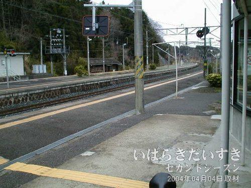 桃内駅 ホーム<br>昨日の旅の終わりだった、桃内駅からスタートします。