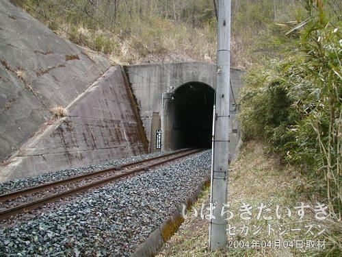 現行の第二耳ヶ谷トンネル<br>第三と第二トンネルとの距離間は短い。