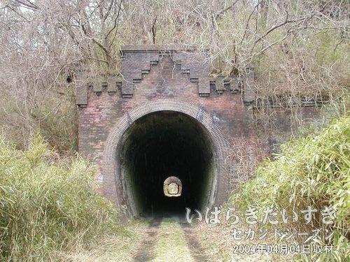 旧 第二耳ヶ谷トンネル (仙台側)<br>通過した、第二耳ヶ谷トンネルを振り返り、撮影します。