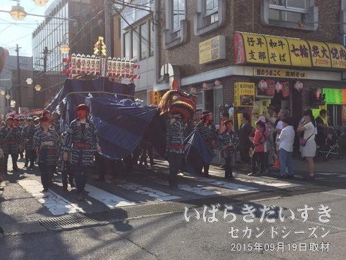 土橋町の幌獅子土橋町の獅子頭は県指定有形民俗文化財に指定されており、祭りの中でも別格扱い。