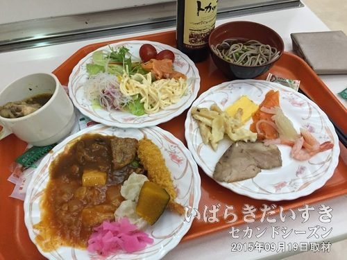 さんふらわあ さっぽろ の夕ご飯<br>食事はいっぺんに取りすぎず、多くの食材を少しずつ取ってきて、後から補充すると食べきることができます。