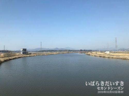 常磐線 神立-高浜区間の恋瀬川と筑波山