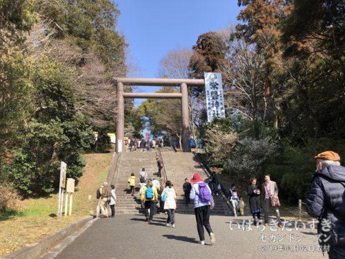 偕楽園駅から常磐神社へは階段でアクセス。