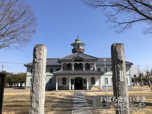 旧水海道小学校本館:明治14年に建築された、茨城県内で最も古い校舎。茨城県指定文化財。