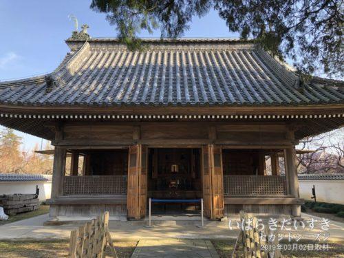 【 孔子廟 】<br>孔子廟のこの敷地は普段、門が閉まっていて中に入ることができません。今回は、敷地内に入れるほか、孔子廟の開口部が開かれていて、貴重な風景となっています。