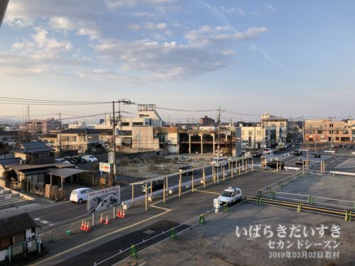 再開発される、神立駅前を望む。