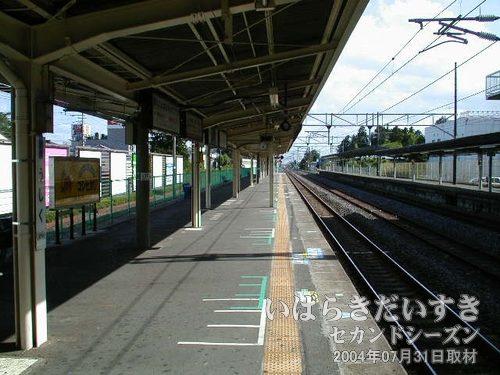 牛久駅に到着<br>土浦駅から上って4つめの駅。日差しがさらに強くなり、汗がドバドバ止まりません。