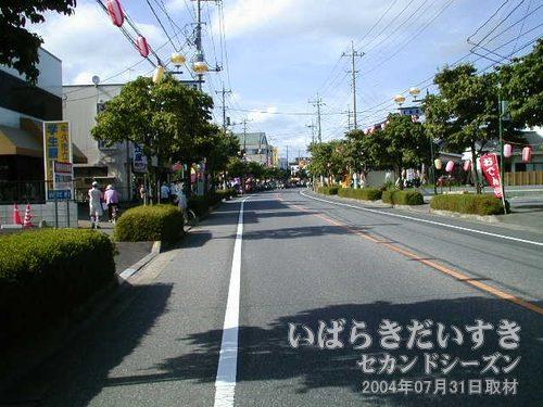 花見月通り<br>この通りを通行止めにして、お祭り会場にしています。この辺りはまだ、お祭りの雰囲気がありません。
