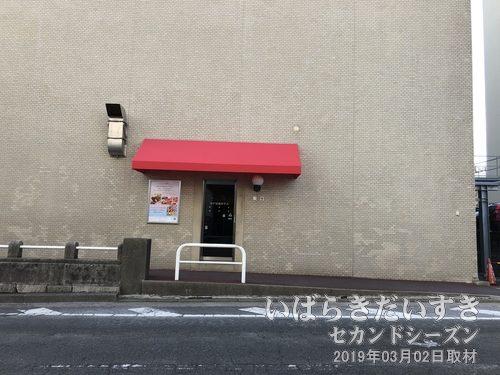水戸京成ホテル<br>一部のタイルの色が異なって見える。