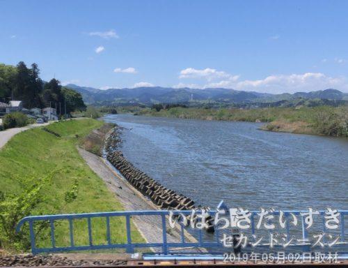 鮫川を通過<br>まもなく、勿来駅に到着。