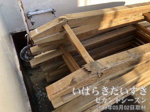壊れる「そろばん」<br>約10トンとも言われる神船に敷かれるので、当然そろばんも壊れます。
