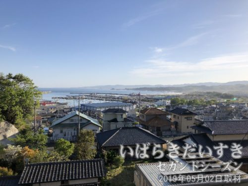 長松寺 境内から大津漁港を望む大津の漁港を一望できる、茨城百景 包括風景。