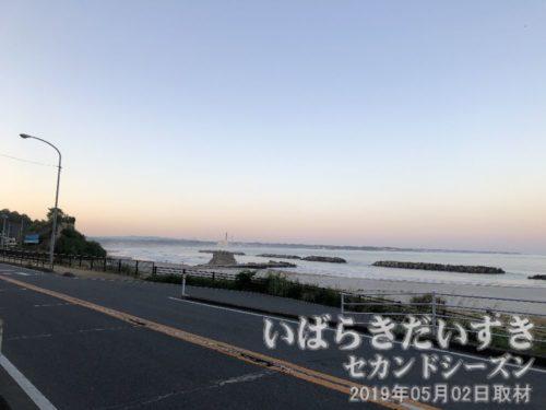 日が落ちてくる大津の海