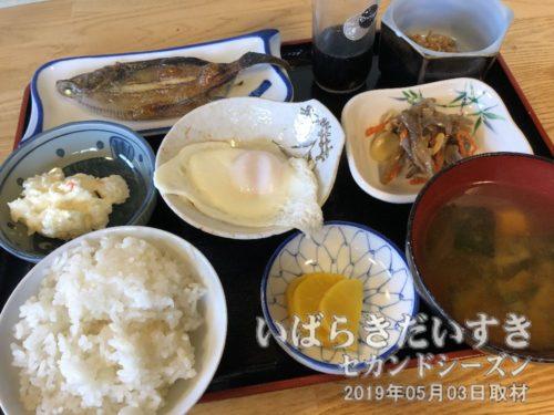 朝日屋旅館さんの朝食<br>ご飯がおいしくて、おかわりをしてしまいます。