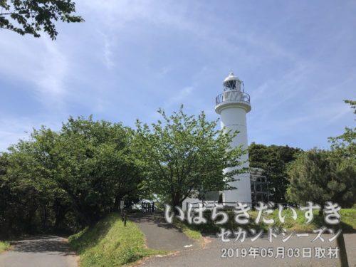 大津岬灯台<br>昭和35年03月25日に設置点灯されました。東日本大震災で被災したため、工事を実施。平成24年03月19日にに竣工しました。