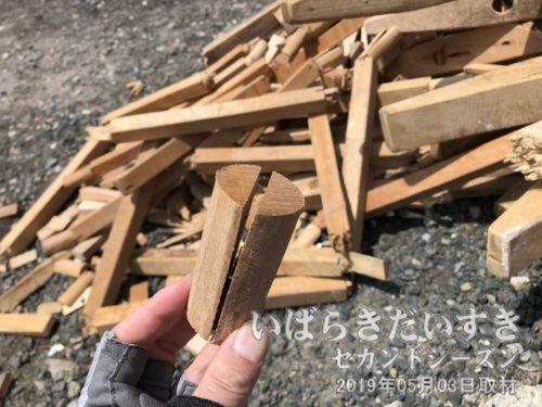 常陸大津の御船祭 のそろばんの廃材<br>10トンもの船が通過するので、何度も敷いている内に壊れるものも出てきます。この廃材を、なんらかの観光資源にできぬものかと考えます。