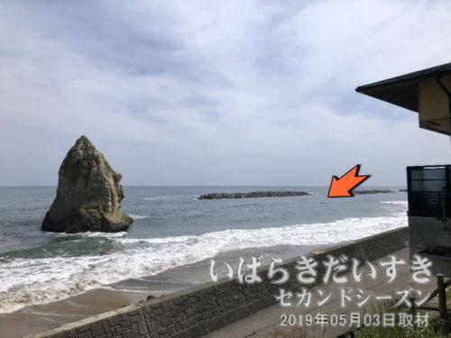 茨城百景 包括風景 二つ岩<bt>東日本大震災の津波で流されてしまった、とされる「小さい方の島(岩)」は、塩の加減により、若干頭を出すときがあります。