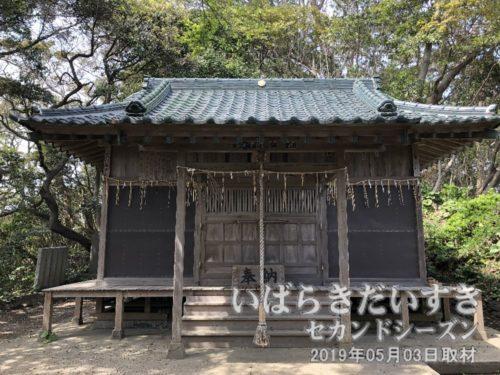 弟橘媛神社 拝殿<br>天明09年(1789)、徳川斉昭が天保の藩政改革の祭、弟橘媛命を祀り、弟橘媛神社と改めましたが、地元では「天妃山」と呼ばれ続けました。